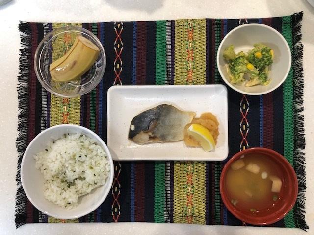 焼き魚定食 常食:通常のごはん、おかずとして提供しています。