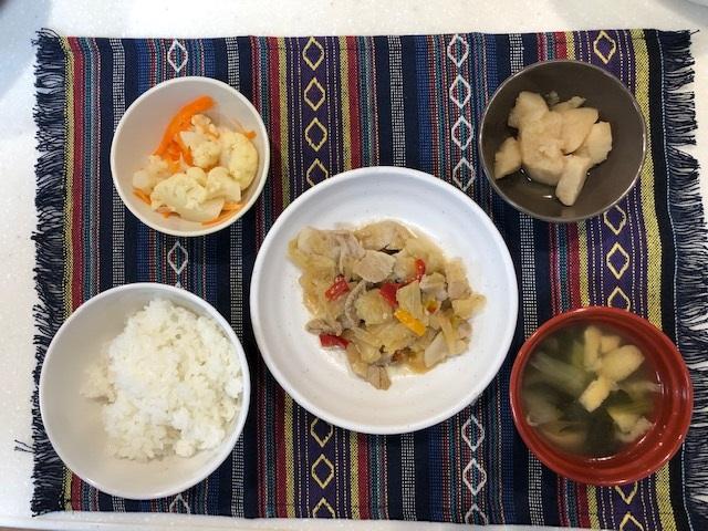 肉野菜炒め定食 常食:通常のごはん、おかずとして提供しています。